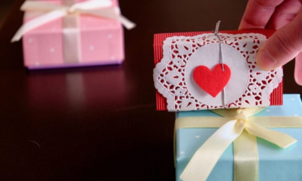 Sådan køber du gode gaver uden at ruinere dig selv